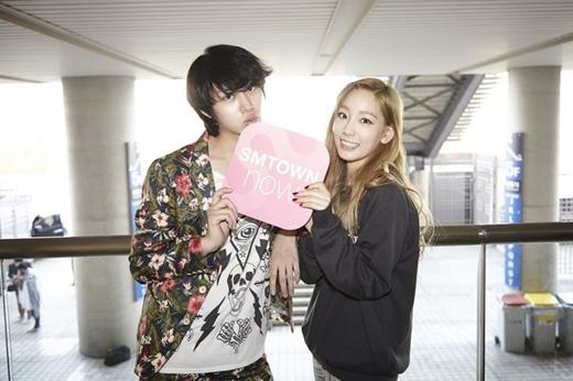 """Fan """"ném đá"""" Taeyeon, Heechul lên tiếng xin lỗi"""