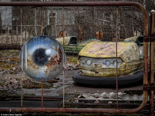 Những chiếc xe đụng bị phá hủy theo thời gian.