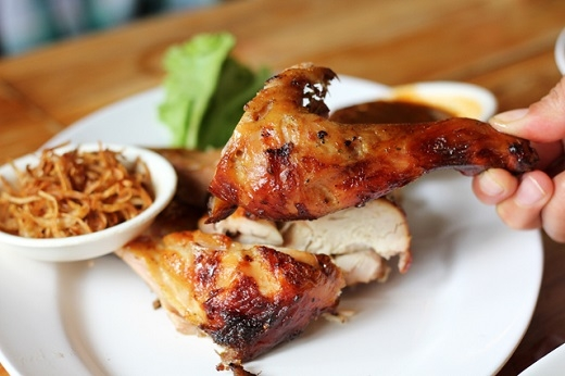 Gà nướng cay nhất định phải ăn ở Khon Kaen mới ngon.