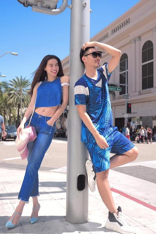 Sắc xanh biển dịu mát như xua tan cái nóng oi bức của những ngày hè đến từ bộ trang phục kết hợp giữa áo crop top cùng quần bó sát.
