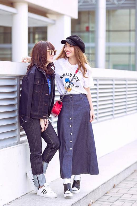 Vốn sỡ hữu phong cách thời trang đường phố nổi bật, Yến Trang và Yến Nhi cũng không ngừng làm mới bản thân với chất liệu luôn thịnh hành này. Hai phong cách khác biệt: một điệu đà, nữ tính; một cá tính, mạnh mẽ nhưng đều ghi điểm bởi sự kết hợp văn minh, tinh tế.