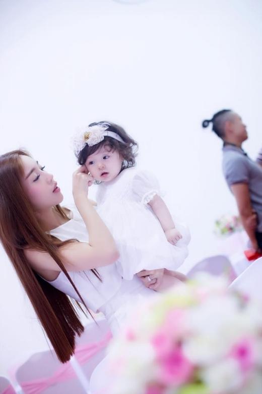 Các fan không ngần ngại dành tặng cho Cadie Mộc Trà danh xưng: cô bé xinh nhất Việt Nam, thiên thần nhí, công chúa bước ra từ truyện tranh.