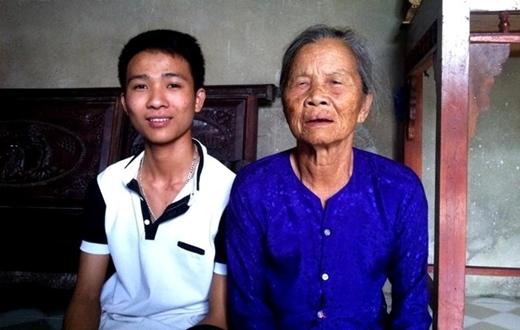 Nguyễn Đình Hoàng và bà nội