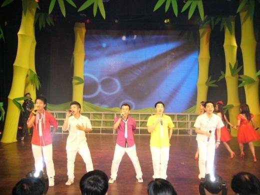 Nhóm thường xuyên được mời tham gia biểu diễn tại các sân khấu lớn nhỏ trên cả nước.