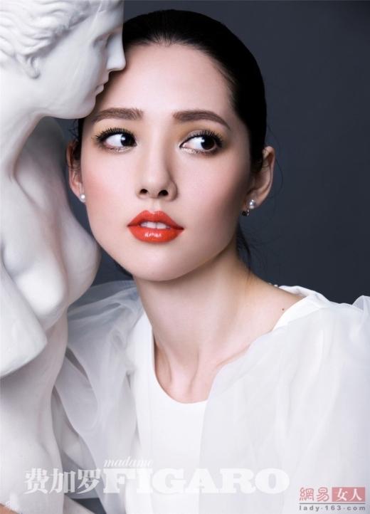 Quách Bích Đình không hổ danh là mĩ nhân lai nổi tiếng của Hoa ngữ. Từ thời bé xíu cô đã xinh đẹp và thu hút ánh nhìn của người khác.