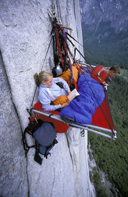 Cắm trại bên vách núi cao cheo leo! Tại sao không nhỉ?