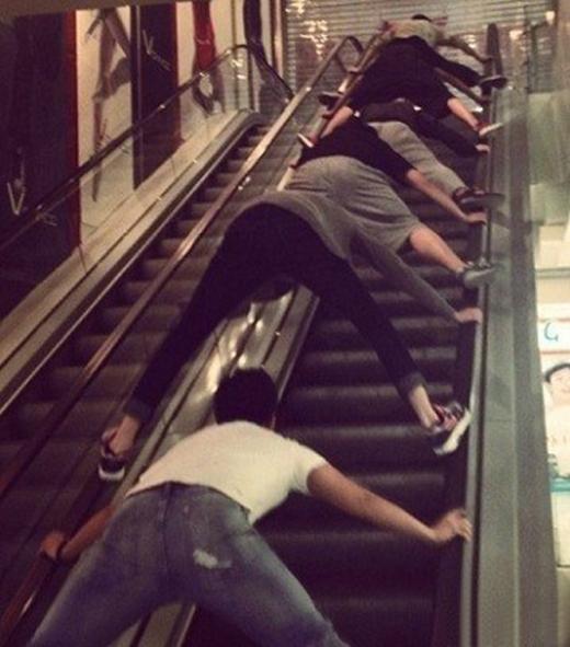 Cách đi thang cuốn này không chỉ an toàn mà còn giúp bạn tập thể dục mỗi ngày.