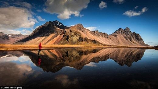 Nhiếp ảnh gia 60 tuổi đến Iceland lần đầu tiên vào năm 2010 lúc núi lửa Eyjafjallajokull phun trào.