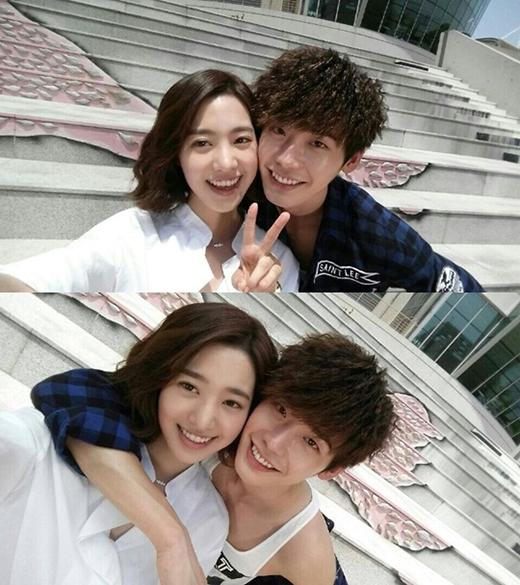 Jin Se Yeon và Lee Jong Suk trong phim Doctor Stranger.
