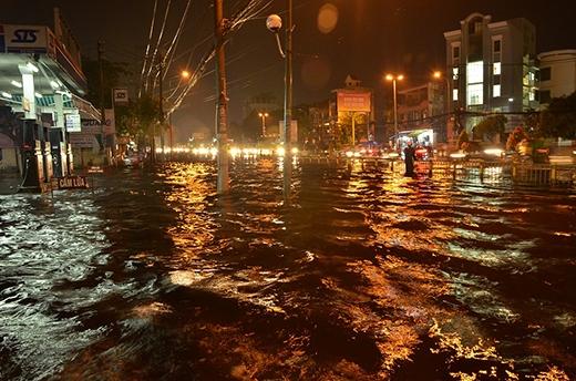 Mộtsố conđường ở Sài Gòn biến thành biển nước vào chiều ngày 30/7.