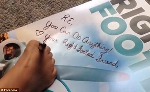 Tấm poster kèm chữ kíJessica gửi đến Ruth.