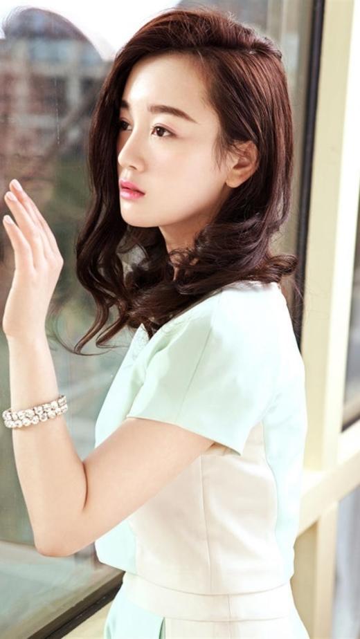 Trương Mông từng là cái tên hot nhất năm 2013 khi được lựa chọn vào vai Vương Ngữ Yên trong Tân Thiên Long Bát Bộ. Những tưởng sau bộ phim này danh tiếng sẽ vươn xa hơn thì Trương Mông lại dậm chân tại chỗ.
