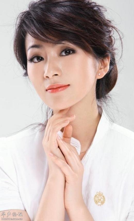 Từ Kỳ Văn theo học lớp diễn xuất chính quy và được khán giả chú ý qua vai diễn Kim Chi trong Cung Tỏa Tâm Ngọc. Trong khi dàn sao nữ tham gia phim đều nhận được sự chú ý của công chúng thì danh tiếng của cô lại càng đi xuống.