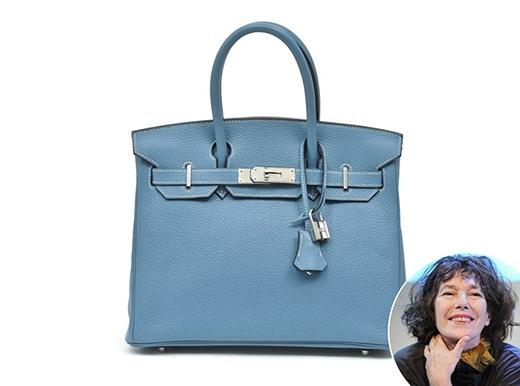 """Chiếc túi xa xỉ này được """"khai sinh"""" khi nữ ca sĩ người PhápJane Birkingặp gỡ giám đốc Jean Louis Dumas của Hermes trên máy bay vào năm 1981. Dumas đã lấy cảm hứng từ Jane Birkin và thiết kế chiếc Hermes Birkin đầu tiên vào năm 1982. Chiếc túi đã được Jane Birkin sử dụng trong rất nhiều năm."""