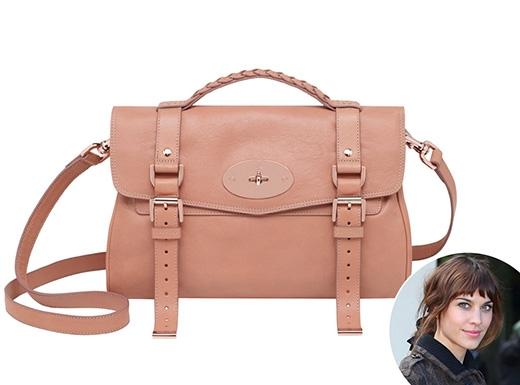 Không mất quá nhiều thời gian để chiếc túi đeo chéo như cặp xách mang tên Alexa của Mulberry trở thành một loại phụ kiện luôn-phải-có giữa hàng loạt những xu hướng thời trang thịnh hành.