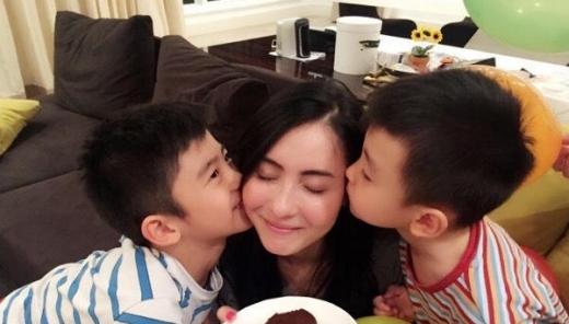 Trương Bá Chi tiết lộ hai con trai không thạo tiếng mẹ đẻ