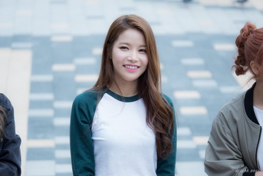 Tân binh Kpop đáng chú ý nhất nhì thời điểm này không ai khác chính là các cô gái Mâmmoo, đặc biệtlà thành viên Solar. Ngoài giọng hát dày, mạnh mẽ, cô nàng còn thu hút mọi người với gương mặt mũm mĩm cực đáng yêu.