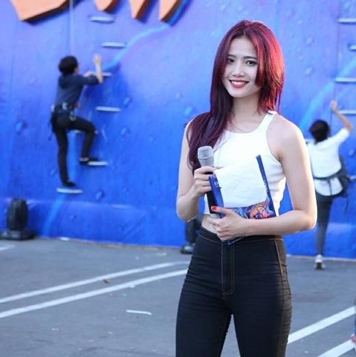 Liêu xiêu với cô MC Việt tài năng có nụ cười tỏa nắng