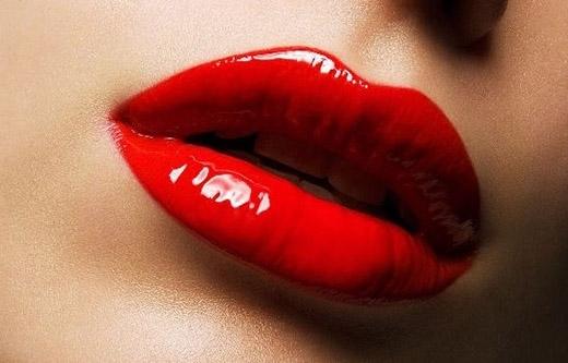 Màu đỏ cherry chiều lòng những quí cô yêu thích sự nổi bật.