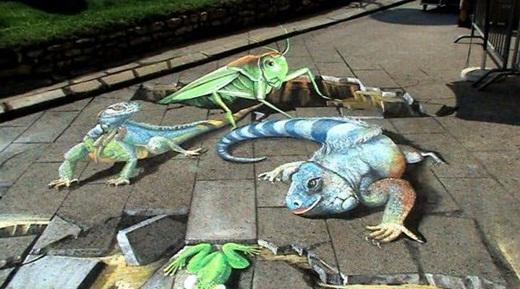 Liệu bạn có hết hồn nếu tự nhiên xuất hiện nhiều loại động vật bò sát cỡ bự trên đường phố.