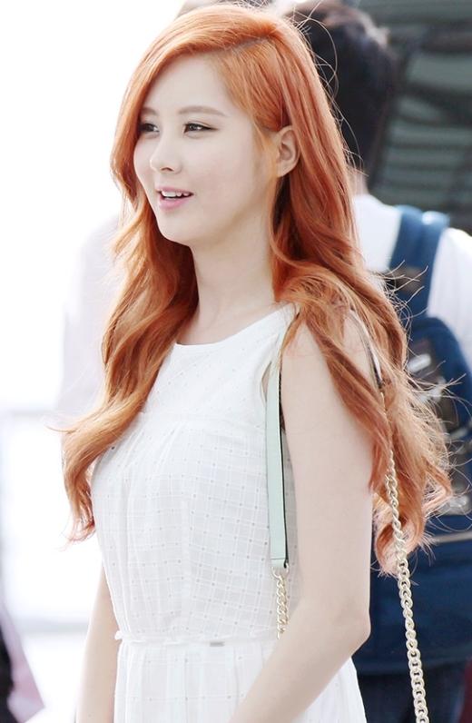 Không ít người tỏ ra bất ngờ khi nhìn lại Seohyun sau nhiều năm ra mắt. Sự trưởng thành cả về ngoại hình lẫn phong cách giúp cô nàng ngày càng được các fan yêu mến. Không ít lần các thành viên khác bày tỏ sự ngưỡng mộ và ganh tị với vẻ ngoài của cô em út cùng nhóm.