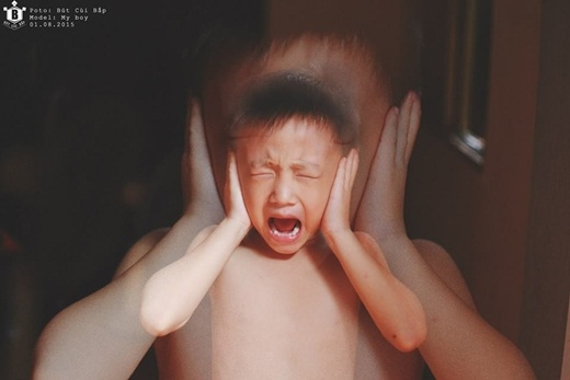 Chúng hét lên khi không được chơi. Đúng đòi chơi... Chúng không nghe bất cứ điều gì từ ba mẹ chúng.