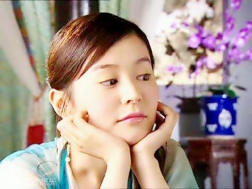 Mộ Dung Tiên không phải là vai diễn lớn trong Tiểu Ngư Nhi Và Hoa Vô Khuyết nhưng Bách Tuyết đã cô thành một trong những nhân vật ấn tượng nhất bộ phim.