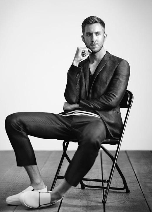 Trong cuộc phỏng vấn với Ryan Seacrest tại chương trình On Air with Ryan Seacrest, Calvin chia sẻ rằng mình cao hơn 1m98 và mang giày size 47. Vì vậy mà đôi khi anh chàng bị ví như một người khổng lồ.