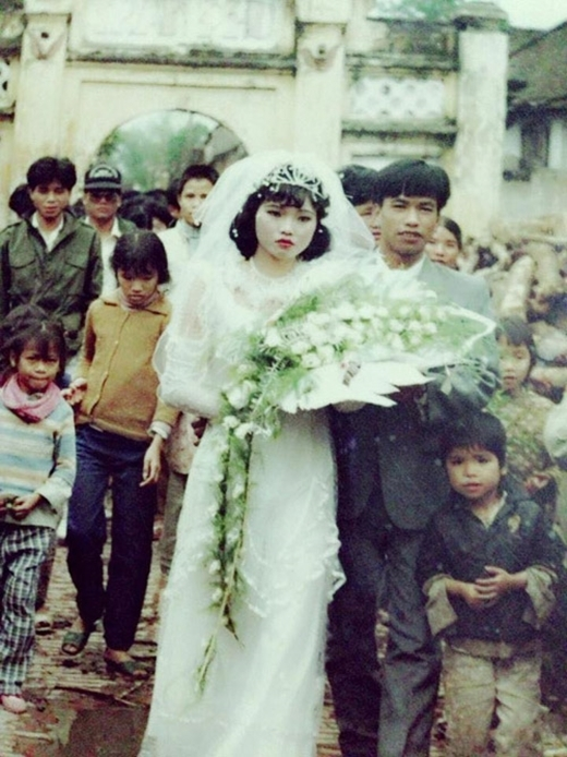 Thổn thức với những câu chuyện phía sau bức ảnh cưới đã ố vàng