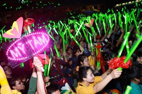 Fan của họa mi tóc nâu luôn áp đảo tất cả fanclub khác trong showbiz Việt. - Tin sao Viet - Tin tuc sao Viet - Scandal sao Viet - Tin tuc cua Sao - Tin cua Sao