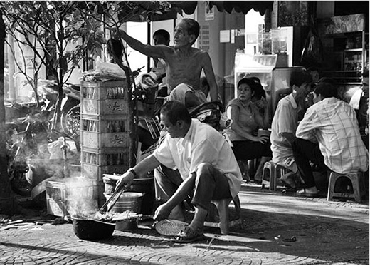 Bạn có ngửi thấy mùi thơm lừng của vỉ thịt nướng ở những hàng cơm tấm nổi tiếng Sài Gòn hay không? (Ảnh: IG minotanu)