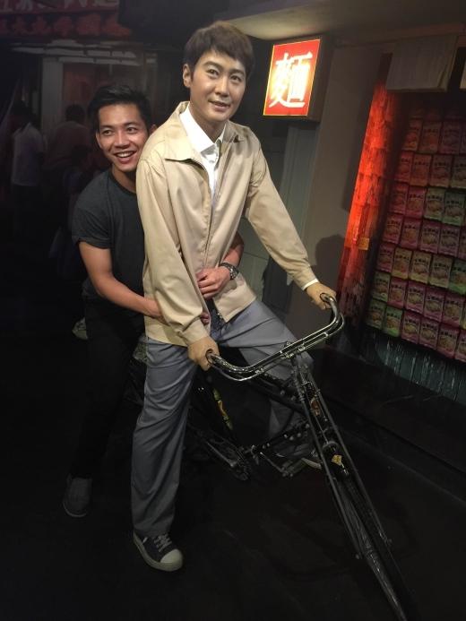 Ngồi xe đạp bên Lê Minh - Tin sao Viet - Tin tuc sao Viet - Scandal sao Viet - Tin tuc cua Sao - Tin cua Sao