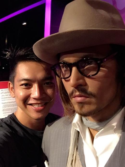 Mai Quốc Việt rạng rỡ bên tượng sáp của Johnny Depp. - Tin sao Viet - Tin tuc sao Viet - Scandal sao Viet - Tin tuc cua Sao - Tin cua Sao