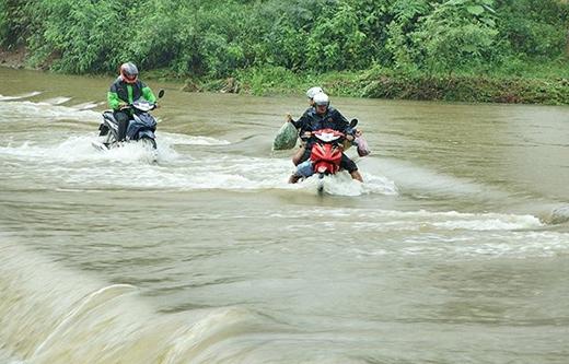 Rơi nước mắt trước thảm cảnh cả gia đình thiệt mạng trong mưa lũ