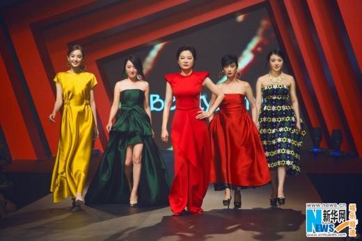 Dàn nữ thần Hoa ngữ lộng lẫy trên sàn catwalk
