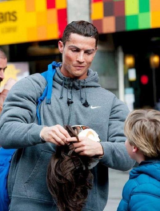 Ronaldo hóa thành người vô gia cư khiến fan phát cuồng