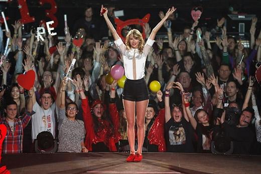 Những người hâm mộ Taylor tự gọi mình là Swiftie, một cách chơi chữ với họ của nữ ca sĩ (Swift). Trong khi một số người nổi tiếng khác thích đặt tên cho fan của họ thì các Swiftie lại tự mình nghĩ ra nick name này. Và dĩ nhiên Taylor hoàn toàn thích thú với nó vì cô nổi tiếng là người luôn ủng hộ fan hết mình.