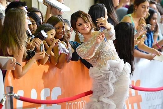 Không ít người thừa nhận rằng cái tên Selenator khá tuyệt vời. Nó không chỉ kết hợp được họ của Selena mà còn nghe cùng vần với từ terminator (kẻ hủy diệt), khiến nhiều người liên tưởng đến quyền lực và sức mạnh của đội quân này. Selenator cũng là một trong những quan tâm lớn nhất của Selena, cô nàng thậm chí còn đưa cả tên fanclub vào một dòng quần áo do chính mình thiết kế.