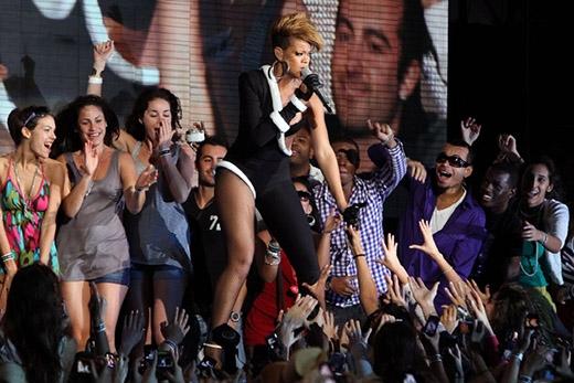 Rihanna bắt đầu gọi người hâm mộ của mình là The Navy (hải quân) sau khi cô nàng đóng vai một sĩ quan hải quân trong bộ phim Battleship năm 2012. Kể từ đó, các fan của Rihanna đã sử dụng tên gọi này.