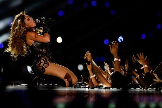 Được cho là một trong những cộng đồng fan sáng tạo nhất, những người hâm mộ của Beyoncéđã tự gọi bản thân bằng cái tên Bey Hive.