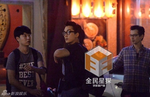 Song Seung Hun lộ ảnh qua đêm tại biệt thự của Lưu Diệc Phi