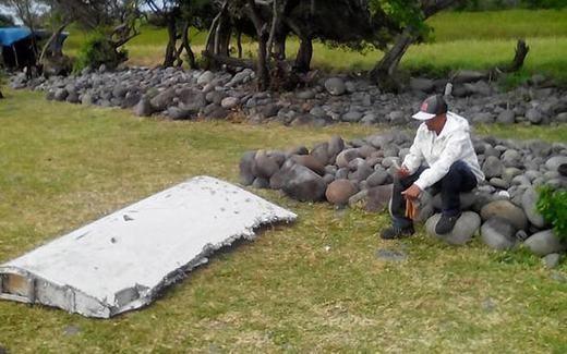 Trước đó, mảnh vỡ nghi là của MH370 đã được đưa đến Pháp để phân tích. Nhiều người khẳng định đó là của Boeing 777 (MH370 cũng thuộc loại máy bay này) nhưng chưa chắc chắn có phải của MH370 hay không.