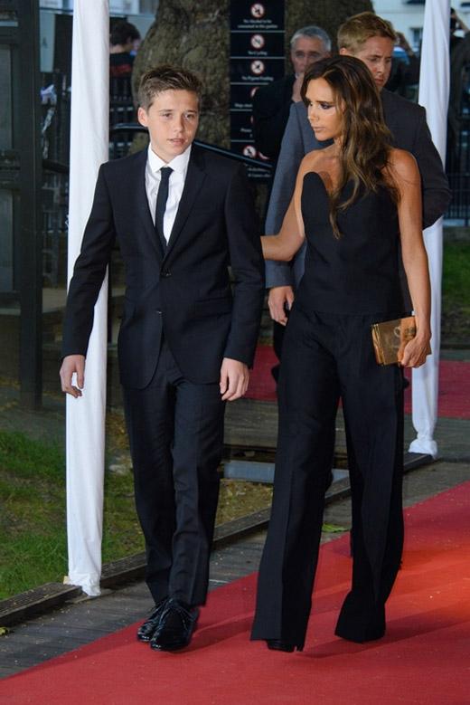 Tan chảy với gu thời trang đơn giản, tinh tế của cậu cả nhà Beckham