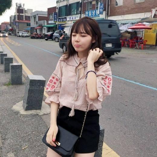 Chết ngất trước hot girl nấm lùn nổi tiếng xứ Kim Chi