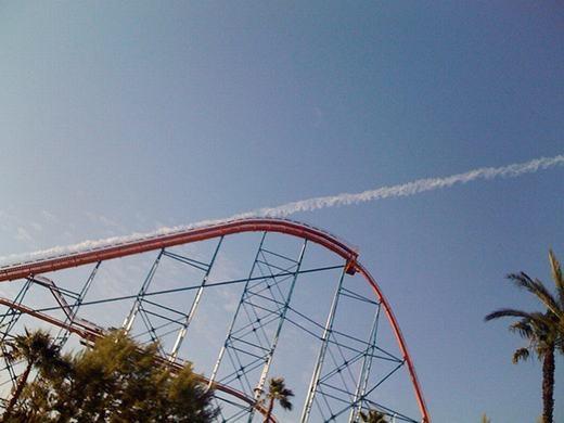 Tàu lượn đã biến thành máy bay và bay đi mất rồi!