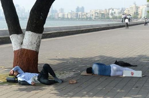 Nắng nóng khiến tất cả mọi người đều mệt mỏi.