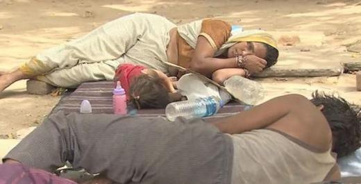 Chùm ảnh cuộc sống khó khăn của người dân Ấn Độ gây xúc động mạnh