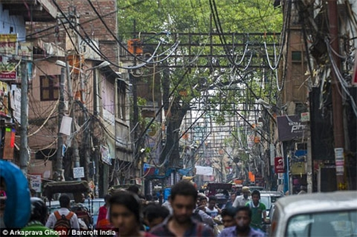 Mạng lưới điện chằng chịt và nguy hiểm cũng là một trong những nỗi sợ hãi tại đất nước này.