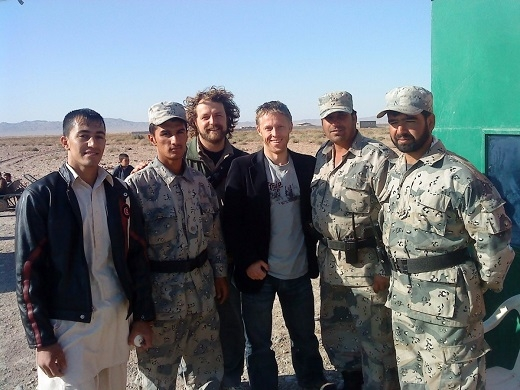 Vượt qua biên giới Afghanistan để về lại Iran thật sự là một kỉ niệm đáng nhớ đối với Gunnar. Trong ảnh là Gunnar và những viên cảnh sát ở vùng biên giới Iran – Afghanistan.