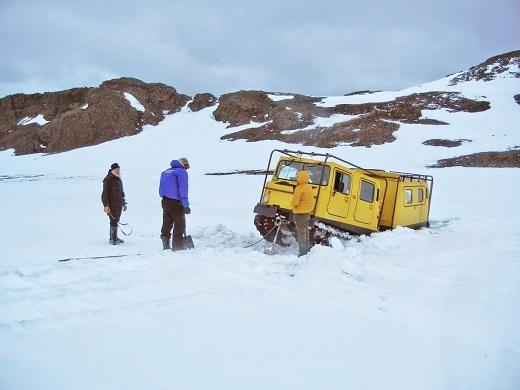 Khi du lịch đến Antarctica bằng tàu thủy, xe của Gunnar bị kẹt do lớp băng tuyết quá dày. Người dẫn đường của Gunnar đã gọi cho đội cứu hộ đến. Theo như lời người này, tinh thần đoàn kết ở Antarctica rất cao, tựa như một Liên hợp quốc thu nhỏ vậy, mọi người đều sẵn lòng giúp đỡ lẫn nhau.